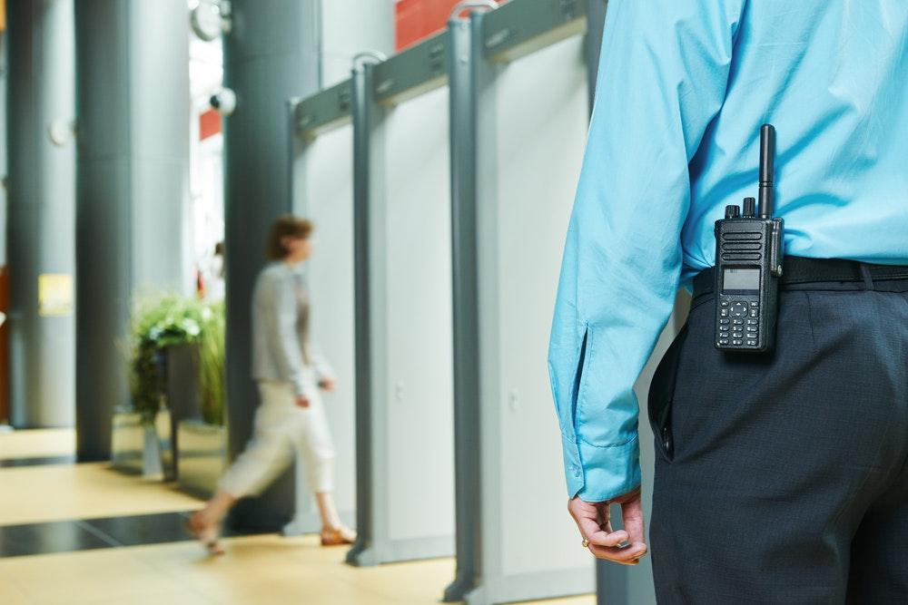 Охрана и контроль безопасности сотрудниками охранной организации ОСН-6